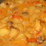 Грибы, тушеные с картофелем и горохом