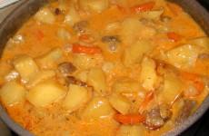 Грибы, тушеные с картофелем и горохом фото