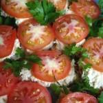 Филе минтая с помидорами и сыром