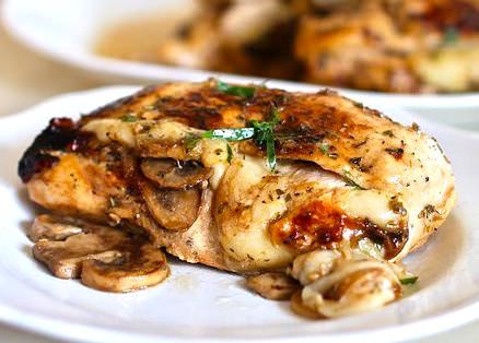 Курица фаршированная грибами и сыром