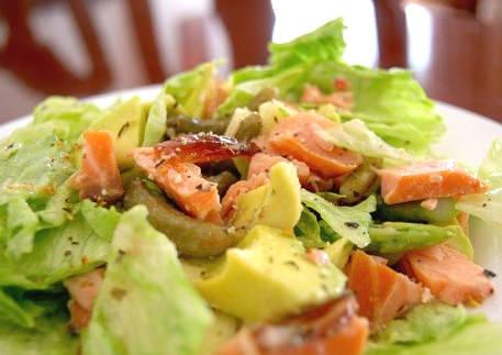 Салат из авокадо и горбуши