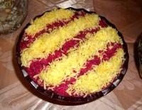Салат из свеклы с сыром и чесноком