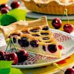 Вишневый пирог с миндалем
