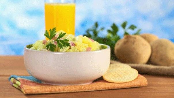 Картошка по-деревенски с чесноком и соленым огурчиком