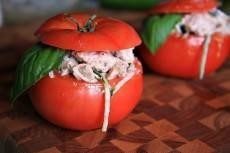 Куриный салат в помидорке фото