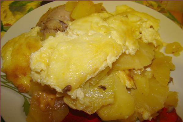 Курочка, запеченная с ананасами, картофелем и сыром