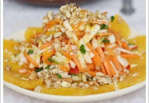 Салат витаминный с курагой фото