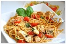 Спагетти с курицей и помидорами фото