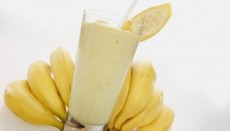 Банановый коктейль с медом и корицей фото
