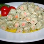 Картофельные клёцки с форелью и укропом