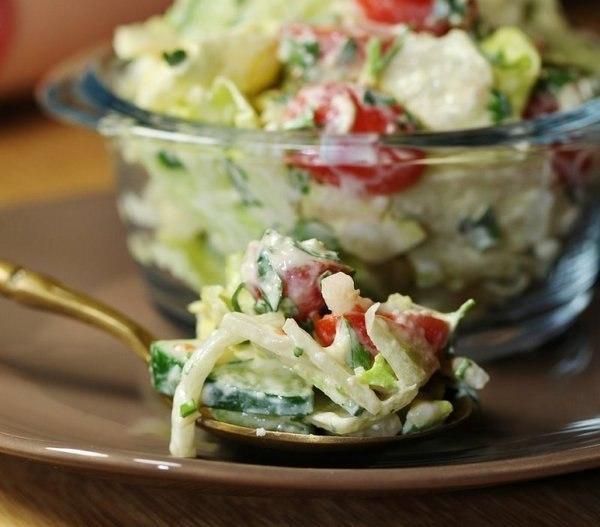 Лёгкий салат с сырно-горчичной заправкой фото