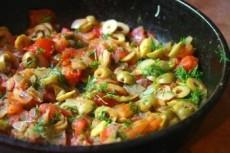 Рыба в томатном соусе с оливками фото
