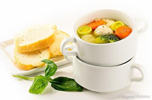 Суп с цветной капустой, брокколи и фрикадельками фото