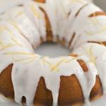 Банановый пирог с йогуртовой глазурью