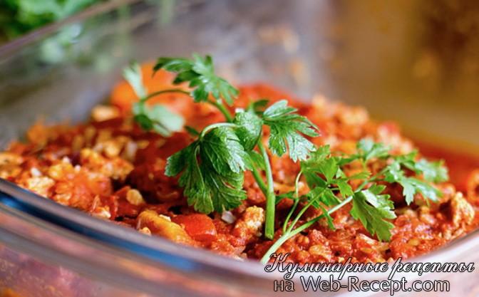 запеканка с рисом, красной чечевицей, мясом индейки в томатного соусе фото