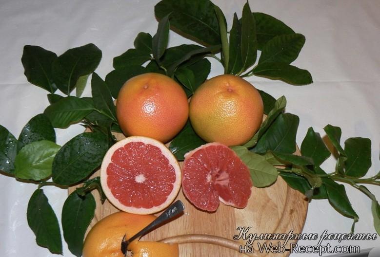 Салат с белым грейпфрутом, авокадо, кориандром и гранатом фото