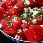 Салат из арбуза, сыра и мяты