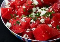 Салат из арбуза, сыра и мяты фото