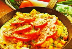 Омлет с помидорами фото