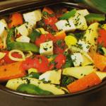Картофель с морковью, сельдереем и томатами