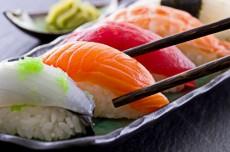 Суши с доставкой - ужин в японском стиле фото