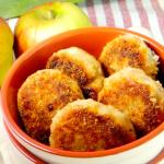 Котлеты с луком-пореем и яблоком