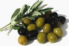 Салат из квашеной капусты с маслинами и оливками фото