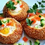Оригинальные блюда из яиц с колбасой