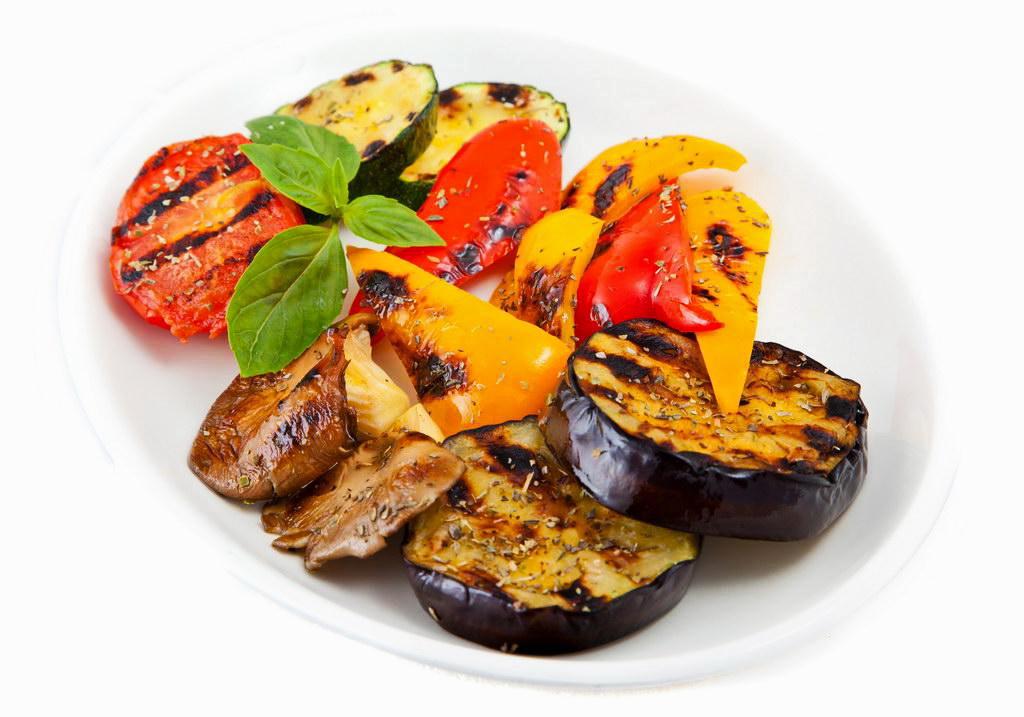 Копчение мяса и овощей в домашней коптильне фото