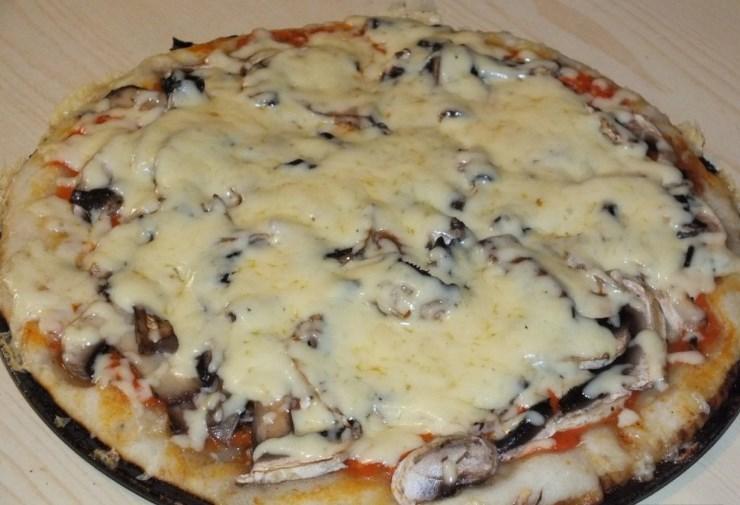 самостоятельно приготовить пиццу с грибами сыром