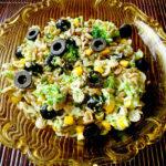 Салат из брокколи, семян подсолнечника и макарон