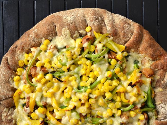 Как приготовить пиццу с сыром и кукурузой, фото