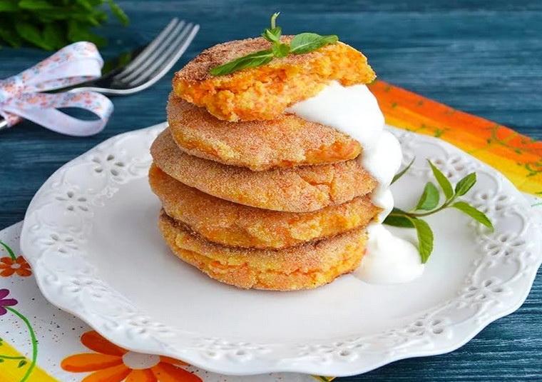 Морковно-яблочные сырники фото