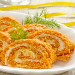 Морковный рулет с нежной сырной начинкой
