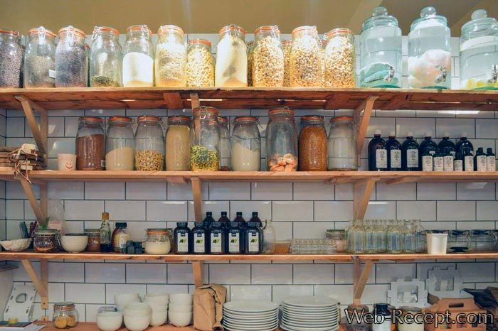 Как устроить кладовую дома? Практические советы