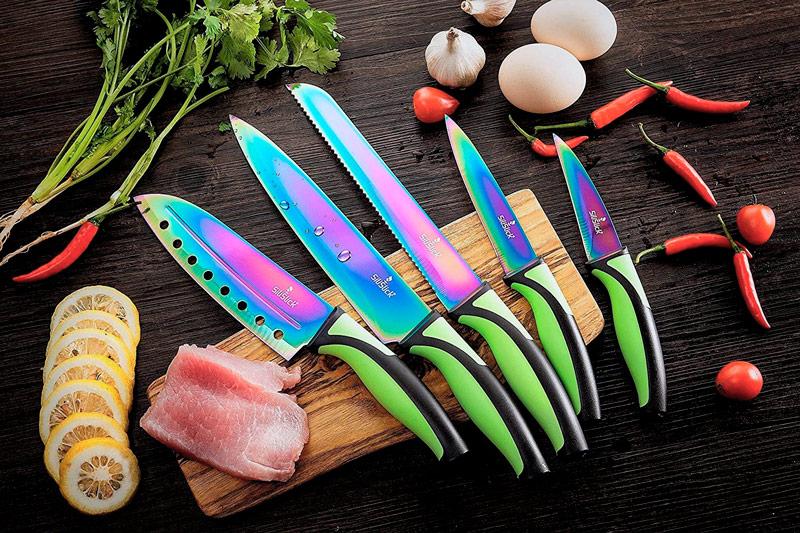 Различные материалы для изготовления ножей: керамические, титановые, стальные кухонные ножи